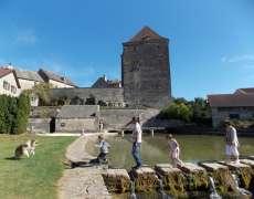 Château de Fondremand et la source de La Romaine